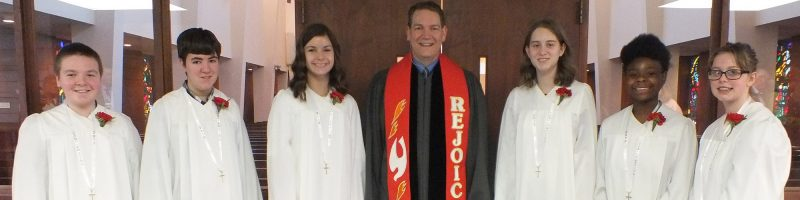 6 confirmation class students standing with Pastor Drew Hart